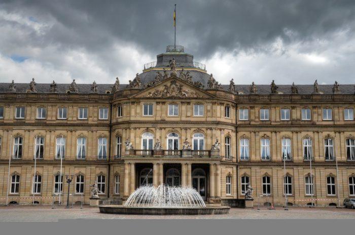 Дворец Schlossplatz