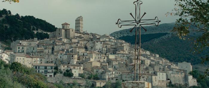 Кадр из фильма «Американец», реж. Антон Корбейн