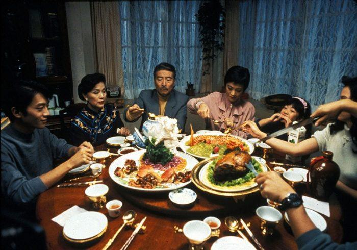 """Кадр из фильма """"Есть, пить, мужчина, женщина - 飲食男女,人之大欲存焉"""" (1994) , режиссер Энг Ли"""