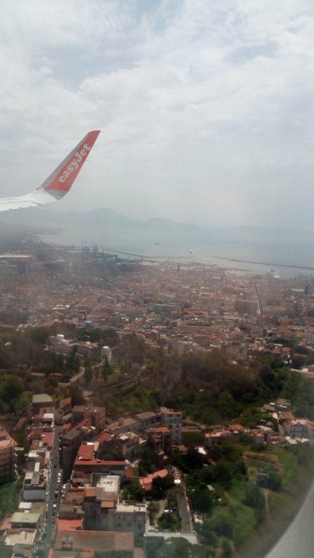 Вид на Неаполь из самолета
