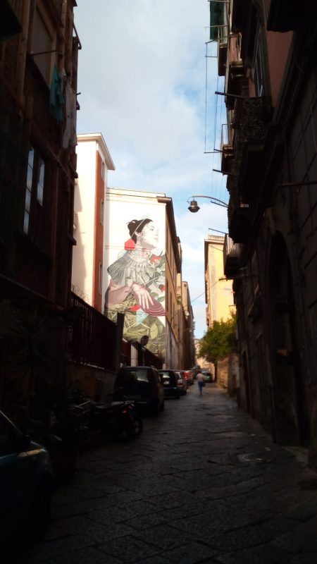 На узких улочках Неаполя