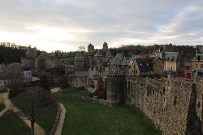 Замок 12-ого века в городе Фужер