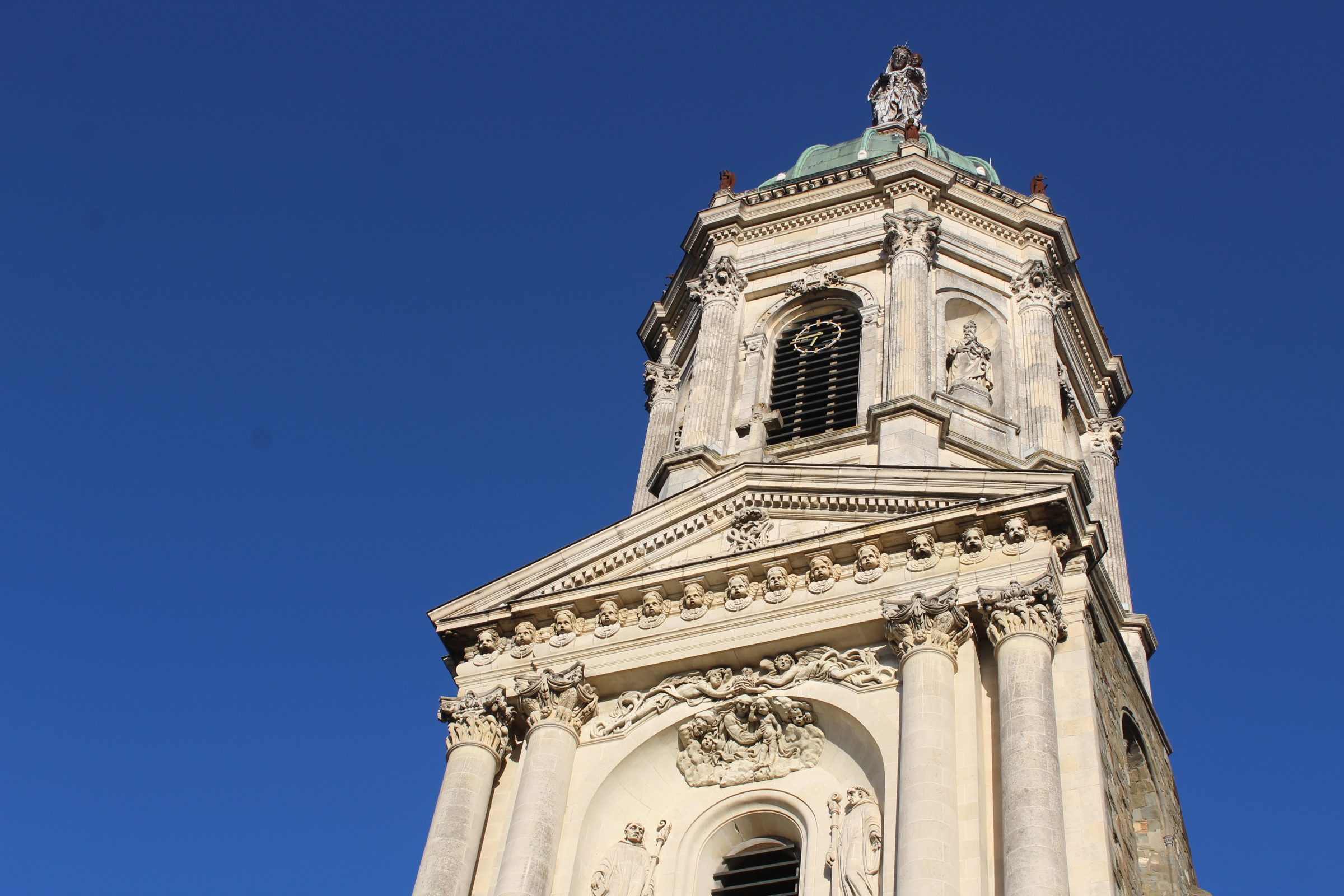 Внешнее убранство церкви Notre-Dame-en-Saint-Melaine, Ренн