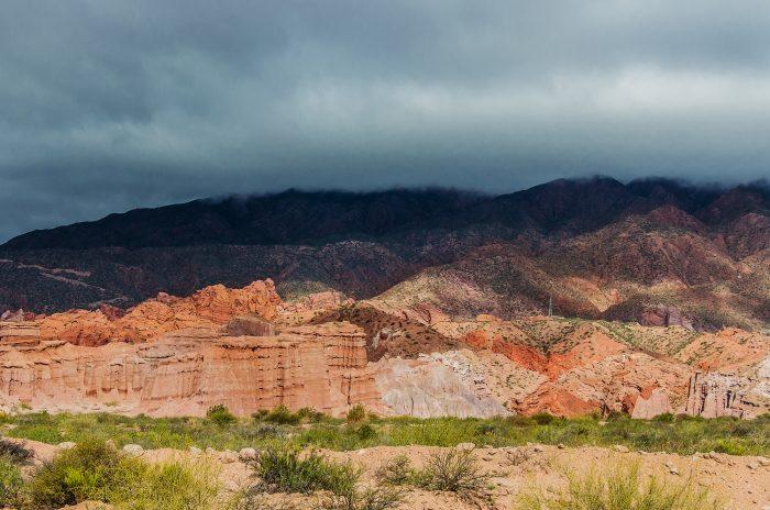 La Yesera (разноцветные горы)
