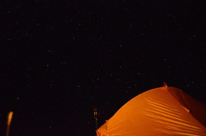 на берегу высокогорного (4200м) озера Турумтайкуль.