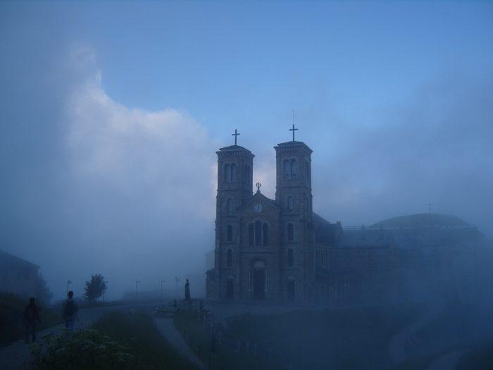церковь Notre Dame de la Salette.